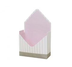 Коробка 170*140*60 мм, молочная в тонкую розовую полоску