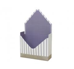 Коробка 170*140*60 мм, молочная в тонкую фиолетовую полоску